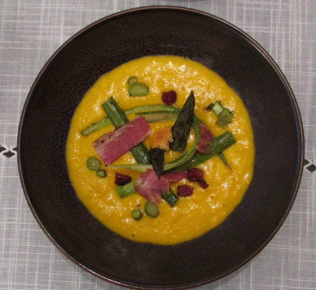 Brouillade d'œufs frais, asperges vertes de Chambord et rillons de Touraine de Sologne